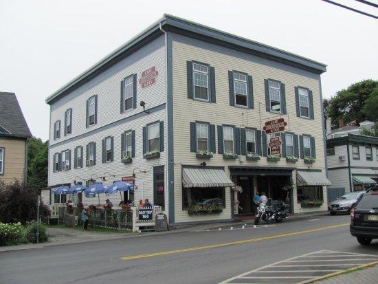 Cafe Drydock & Inn Bild