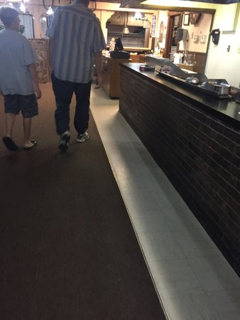 Hereford, TX: From the outside and the salad bar and tables
