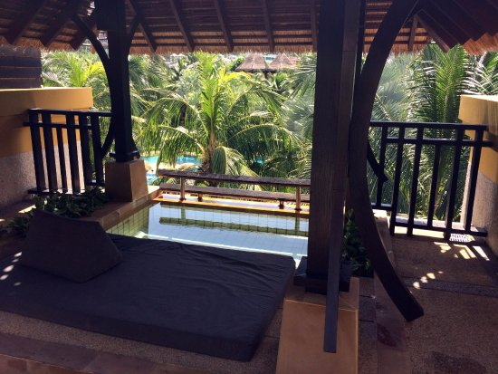 Movenpick Resort and Spa Karon Beach Phuket: Private plunge pool
