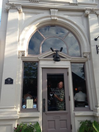 Vermilion, OH: Outside of The wine vault