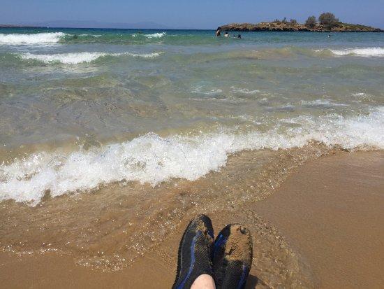 Kalathas, Yunanistan: Brilliant beach and Taverna !!