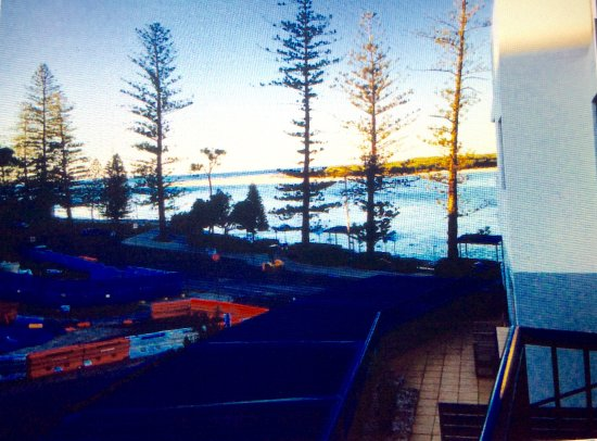 Caloundra, Australia: This is the view from our balcony, which also had a private spa bath !