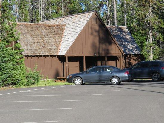 Mazama Village Motor Inn: Cabin F, with 4 rooms