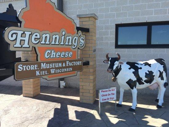 Henning's Wisconsin Cheese: photo0.jpg