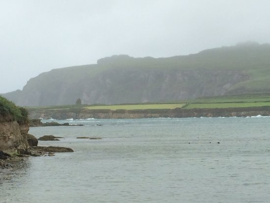 Ballyferriter, Ireland: View of the remains of Ferriter's Castle (tiny blotch on the shore to far left)