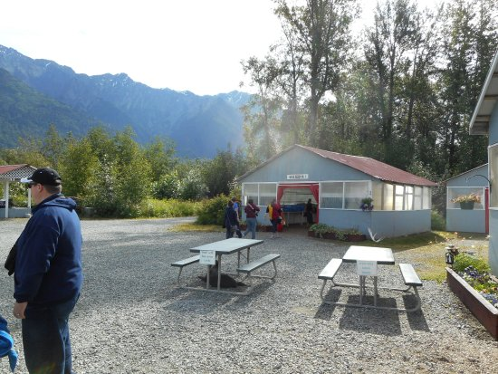 Chilkat River Adventures : The nice base camp where we enjoyed lunch.