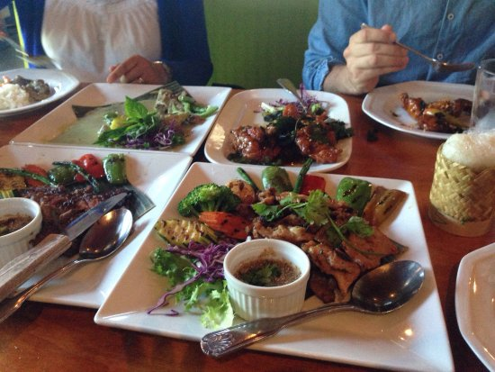 Everett, Etat de Washington : Lovely diner at Zab Thai. Big menu.