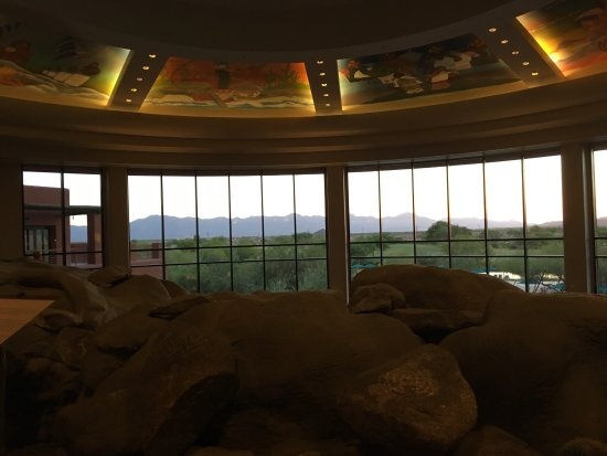 Sheraton Grand at Wild Horse Pass: View from gorgeous lobby