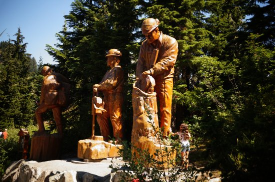 Kuzey Vancouver, Kanada: just one of the many wood carvings