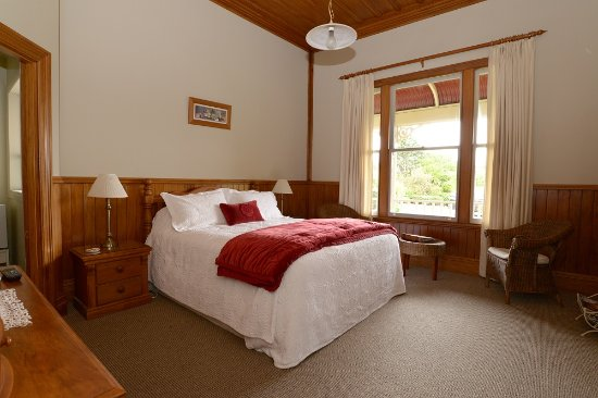 Villa Heights Bed and Breakfast: Egmont Bedroom