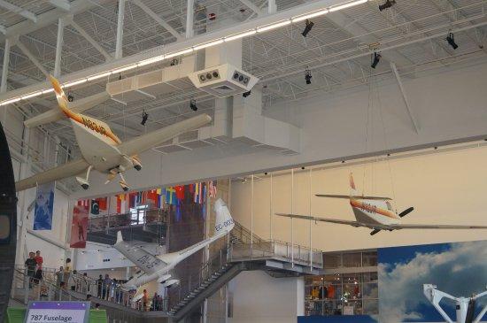 Mukilteo, WA: Big planes, big shed
