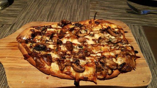 Fountain Hills, AZ: Flatbread, filet, house salad, martini, bread with carmelized onion butter