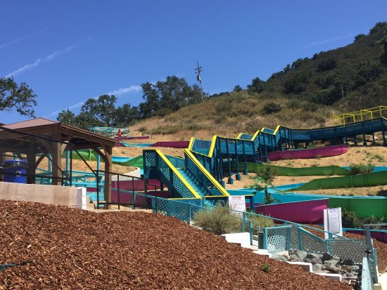 Arroyo Grande, Kalifornia: Super Fun 600' slides. Slides take about 45 seconds from start to finish and lines never take to