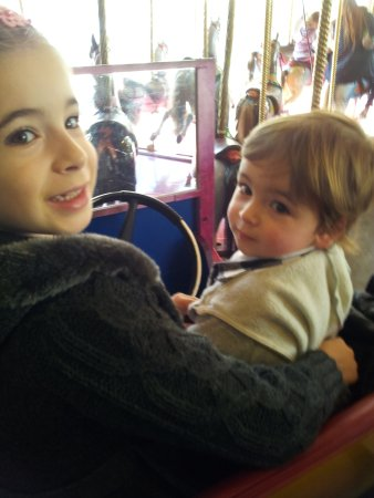 Glenelg, Austrália: Brother and sister enjoying a car ride on the merry-go-round