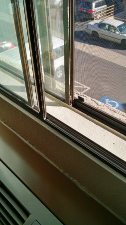 """Days Inn & Suites East Flagstaff: """"Dual"""" pane windows. Actually, just two sets of windows!"""