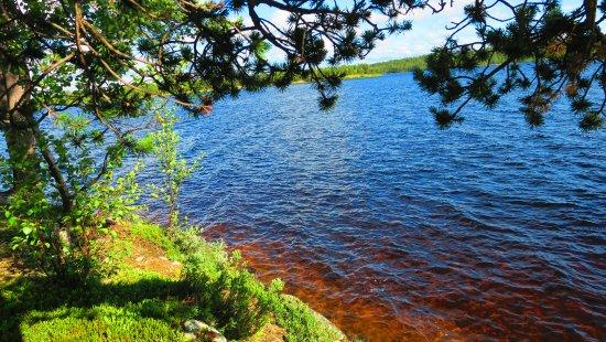 Enontekiö, ฟินแลนด์: le lac devant l'hôtel