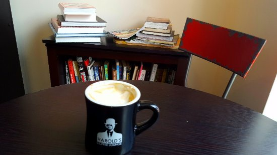 Harold's Coffee Lounge: Cup of cappuccino