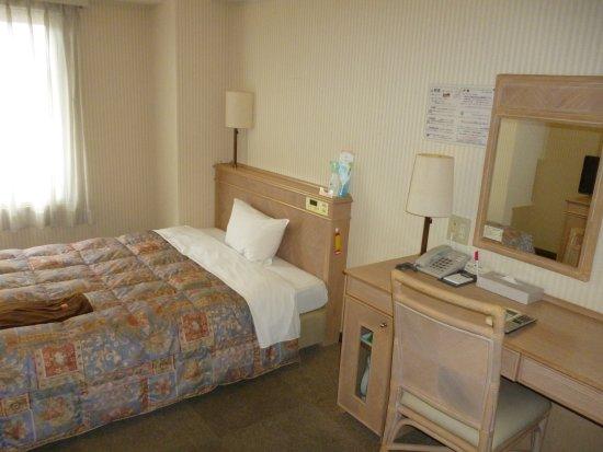 Hotel Amuze Shinyamaguchi: 15平米の部屋にダブルサイズベット