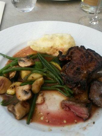 Craponne, فرنسا: Piece de Boeuf purée, haricots, champignons