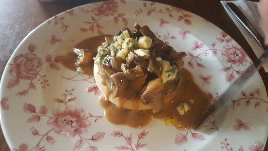 White Cart: Mushroom and Stilton starter, fish and chips, pate starter