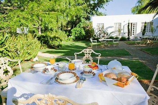 Villa Coloniale: Breakfast
