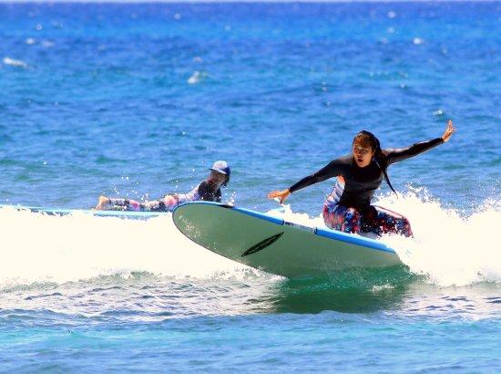 "North Shore Surf Girls - Surf School : 25 yr.old 1st timer ""shredding"" it"