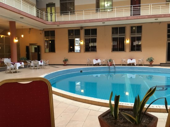 Triangle Hotel: The pool is next to the dining area