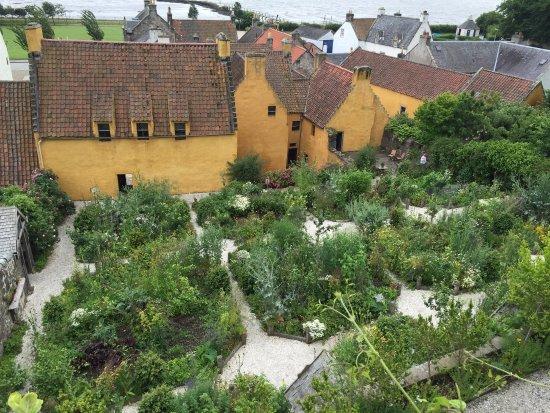Culross, UK: Palace & gardens