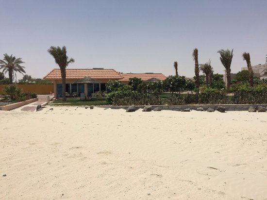 Jebel Dhanna, Zjednoczone Emiraty Arabskie: chalets are very close to the beach