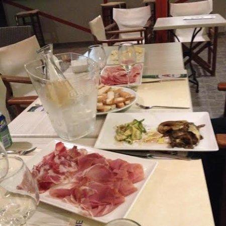 Agios Prokopios, Grécia: Selezione di salumi e formaggi italiani