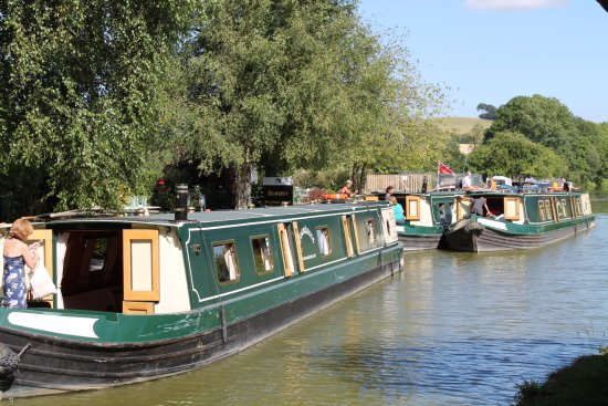 Pewsey, UK: The barges based at the cafe