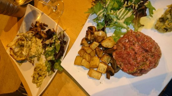 Perols, Frankrijk: tartare de boeuf et seiche au pistou