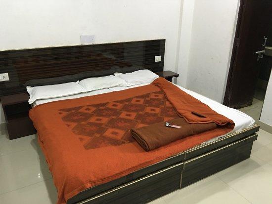 Tourists Rest House: 500盧比一晚 無AC 雙人房