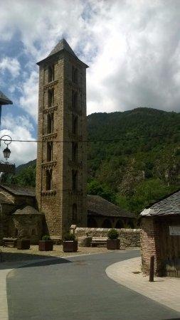 Erill La Vall, Espagne : EXTERIOR DE LA IGLESIA