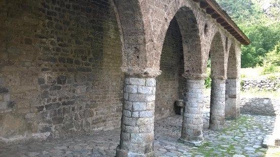 Erill La Vall, Espagne : PORTICO DE LA IGLESIA