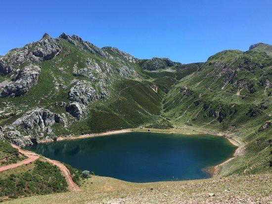 Asturias, Spania: Lagos de Saliencia,Parque Natural de Somiedo