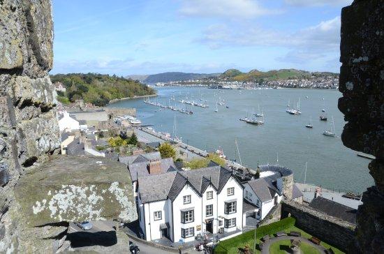 Conwy Castle: Blick auf Altstad und Meer