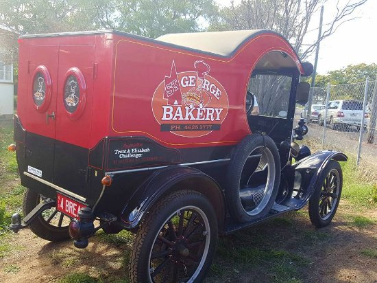 ‪‪St George‬, أستراليا: Great coffee, fresh bakery items and the best ever pizzas. Take a ride round town in the Model T‬