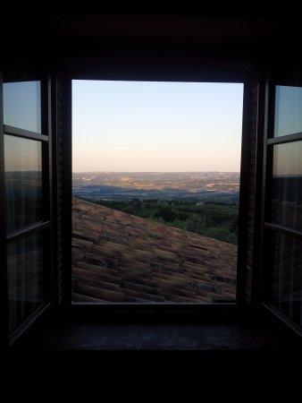 """Montecchio, Itália: Windows """"a million"""".."""