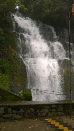 Kuttikkanam, India: Valanjanganam Waterfalls