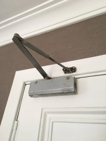 Auchrannie House Hotel: Again, little details like this door closer needing a fresh coat of paint