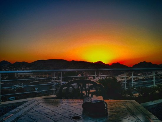 Petra Moon Hotel: sunset from rooftop
