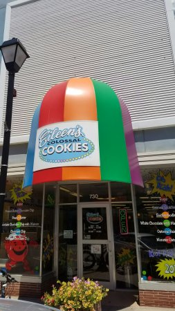 Hastings, NE: Eileen's Colossal Cookies