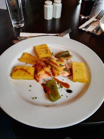 Ferrybridge Hotel: Salmone con verdure