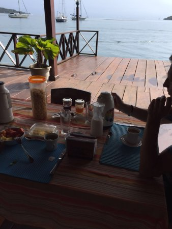 Bocas Inn: Frühstücken am Meer