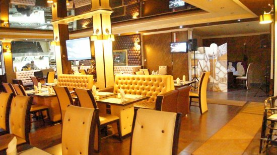 Le Baron Restaurant