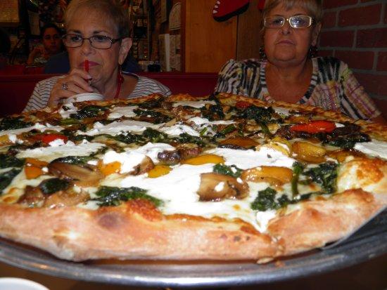 Bambini's Garden Pizzeria: White veggie pie
