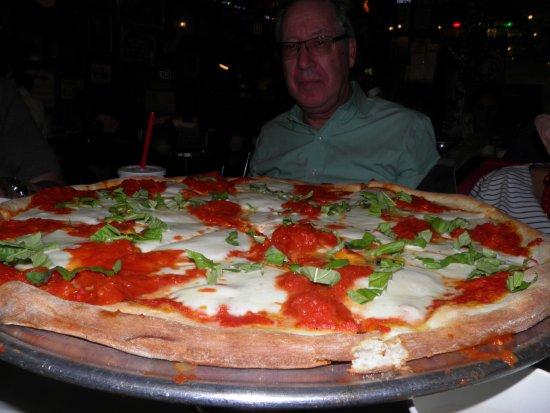 """Bambini's Garden Pizzeria: """"Killer"""" Pizza Margherita"""
