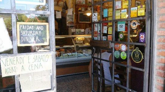 Rignano sull'Arno, Italia: Già entrando si scatenano i succhi gastrici