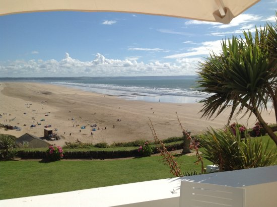 Braunton, UK: This is part of the view over looking the hotel grounds.